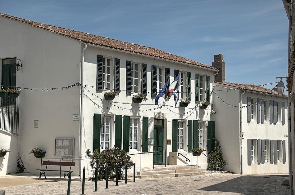 City Hall in Ars-En-Re