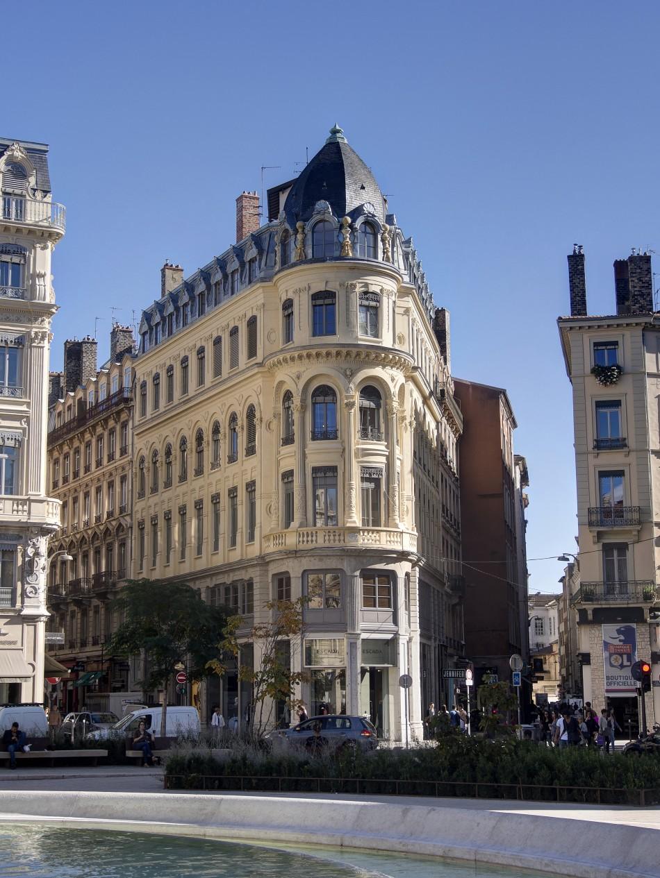 Corner Building in Lyon