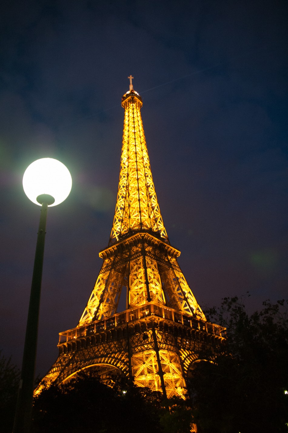 Illuminating the Parisian Night