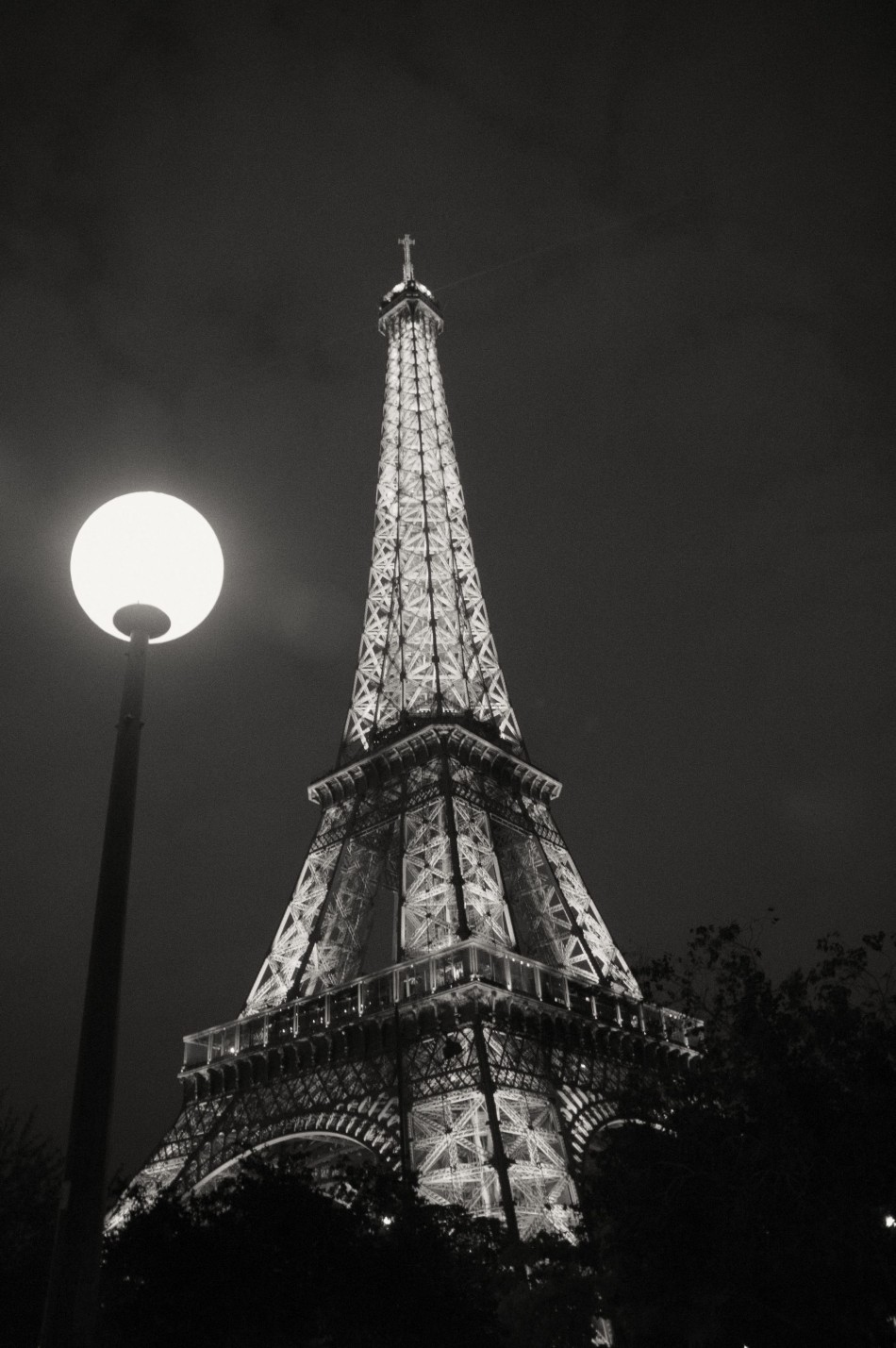Illuminating-the-Parisian-Night-BW